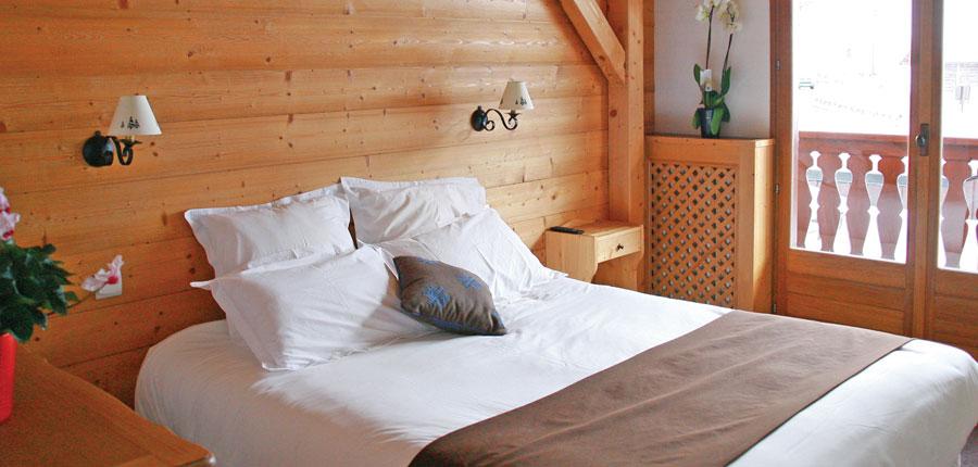 france_three-valleys-ski-area_courchevel_hotel_les_flocons_bedroom.jpg